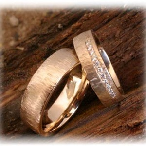 IM254 Diamond Wedding Rings Yellow Gold 585750, hammered
