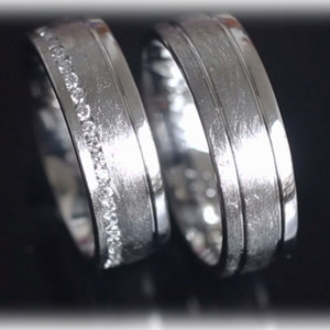ft276-white-gold-wedding-bands-with-diamond-channel-ice-matted