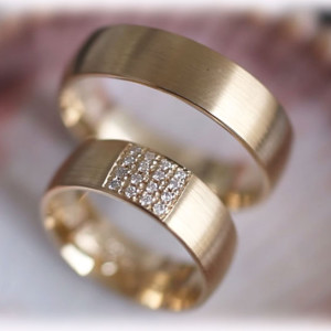 diamond-wedding-rings-ft324-yellow-gold-18ct-matted-unique