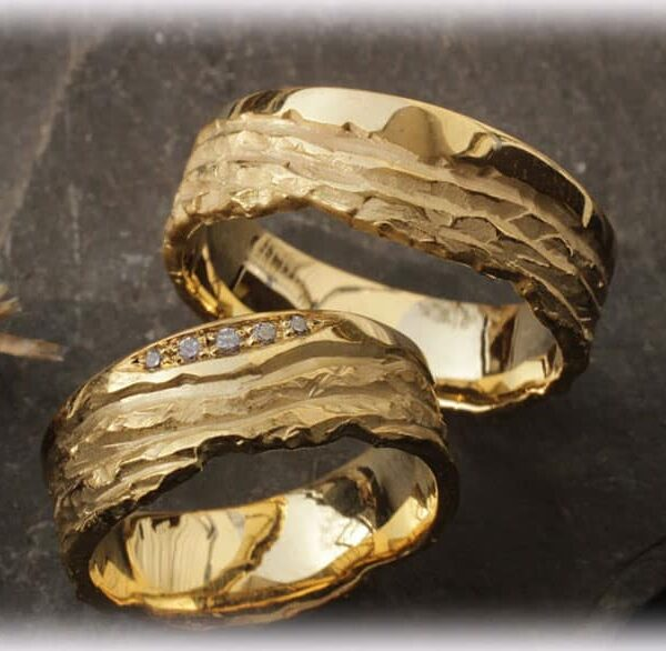 Unusual Wedding Bands Ft105 With 5x Quality Diamonds