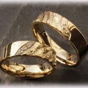 Engraved-Wedding-Rings-FT112-Hammered-2